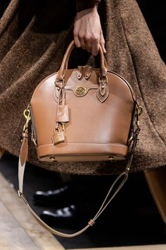 Michael Kors at New York Fashion Week Fall 2020 - Details Runway Photos Michael Kors Hamilton, Gossip Girl, New York Fashion, Travel Bags, Fancy, Designer Handbags, Brown, Shoes, Runway