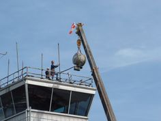 #TBT #throwbackThursday 2005 - Beacon removal from the old air traffic control tower. Some of the items from the former tower and terminal building can be seen today in the Virginia Museum of Transportation.http://www.vmt.org #flyro