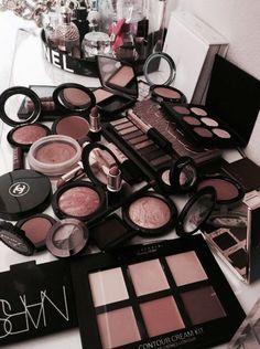 10 Best High End Makeup Brands Worth Your Money - 2019 Flawless Makeup, Glam Makeup, Skin Makeup, Glowy Skin, Makeup Blog, Makeup Kit, Makeup Routine, Makeup Brush, Makeup Ideas