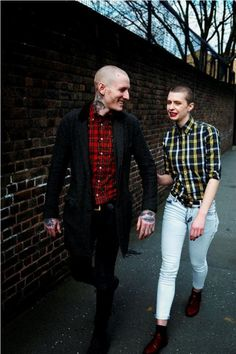 We answer the question what is Skinhead subculture, focusing on skinhead fashion brands and the history from the to the present day. Skinhead Girl, Skinhead Fashion, Punk Fashion, Skinhead Style, Skinhead Clothing, Modern Fashion, Teddy Boys, Streetwear, Attitude