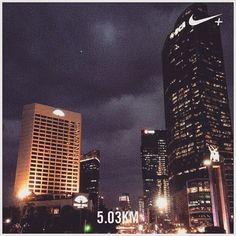 #myrun #running #afternoon #afternoonrun #instarun #instarunner #jakarta #downtown #darkSky #cloudy