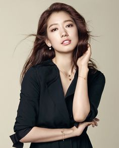 There are new Agatha Paris F/W 2015 ads going around the interweb. Check out the subtly bedazzledPark Shin Hye in them!    Sources | StarIn | Agatha Paris FB