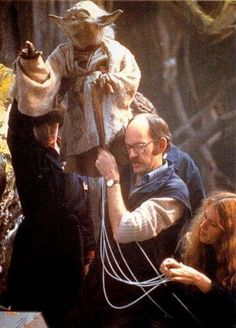 Star Wars Empire Strikes Back Behind the Scenes - this is an amazing shot of how Frank Oz and others performed as Yoda. Star Wars Film, Star Wars Art, Star Trek, Images Star Wars, Star Wars Pictures, Bts Pictures, Star Wars Love, Michael Keaton, Carrie Fisher