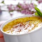 Vanilla Creme Brulee is a popular Portuguese dessert, this specific variation is absolutely delicious as the Vanilla adds a great component of smooth taste Portuguese Desserts, Portuguese Recipes, Portuguese Food, Portuguese Culture, Köstliche Desserts, Dessert Recipes, Alcoholic Desserts, Strawberry Desserts, Cookbook Recipes