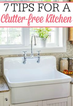 Love these fantastic tips for a clutter free kitchen. They helped me declutter the kitchen counters and get my kitchen looking great again. House Cleaning Tips, Diy Cleaning Products, Cleaning Hacks, Kitchen Cleaning, Green Cleaning, Countertops, Kitchen Counters, Classic Kitchen, Vintage Kitchen