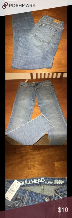 NWT Bullhead Hermosa Super Skinny Jeans Size 9 New with tags!   Bullhead Hermosa supper skinny jeans.  Light wash rinse.  Size 9.   Important:   All items are freshly laundered as applicable prior to shipping (new items and shoes excluded).  Not all my items are from pet/smoke free homes.  Price is reduced to reflect this!   Thank you for looking! Bullhead Jeans Skinny