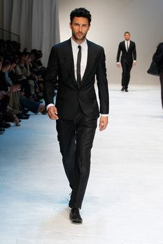 Canadian male model Noah Mills showing off the perfect Dolce & Gabbana suit for men. http://www.missKrizia.com