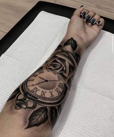 Dope Tattoos, Spine Tattoos, Body Art Tattoos, Girl Tattoos, Sleeve Tattoos, Tattoo Life, Tattoo Set, Tattoo Addiction, Wrist Tattoos For Women