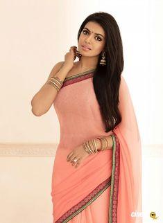 Sexy Saree and Navel Show - Most viewed pictorial on MB! - Page 5179 Beautiful Girl Indian, Most Beautiful Indian Actress, Beautiful Saree, Beautiful Women, Tamil Saree, Bollywood Designer Sarees, Saree Models, Beautiful Bollywood Actress, Indian Beauty Saree