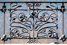 ¤ Barcelona - Rbla. Catalunya 112 e . Magnifique garde-corps Art Nouveau.