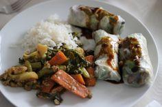 Esse prato veio de um livro de receitas tailandesas que um amigo me deu. Ficou uma delícia, mas eu faria algumas modificações. Vou explicando aos poucos. Ingredientes: 2 cenouras 7 vagens 1 brócoli...