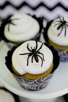 Cupcake com aranha simples