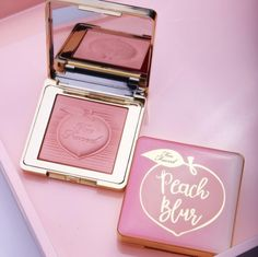 Too Faced blessed us with an early release of its coveted Peach Blur powder After months of waiting for the impending Too Faced Peaches and Cream collection, it's mere days away. If that weren't Kawaii Makeup, Cute Makeup, Makeup Geek, Makeup Kit, Skin Makeup, Pretty Makeup, Beauty Makeup, Drugstore Beauty, Too Faced Cosmetics