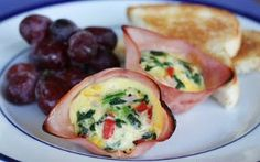 brunch Mini Breakfast Quiches/ Baked Ham and Egg Cups Mini Breakfast Quiche, Breakfast Cups, Breakfast On The Go, Best Breakfast, Breakfast Casserole, Breakfast Cupcakes, Egg Casserole, Morning Breakfast, Casserole Recipes