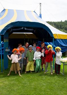 Our bilingual elementary school employs a full language immersion programme in both German and English throughout the school year. Fluent English, Circus Theme, Student Work, Clowns, School Projects, Elementary Schools, Students, Fire, Artists