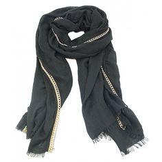 Onze prachtig afgewerkte sjaal 'Maxima' is gemaakt van een kwaliteit stof, met een mooie gouden afwerking op de naad. Doordat de sjaal niet te dik van stof is kun je hem gemakkelijk binnen dragen en is hij perfect te combineren bij jouw outfit. Je kan de sjaal tevens gebruiken als omslagdoek, wat nu helemaal hip is!  De sjaal is verkrijgbaar in de kleuren: donkerblauw, taupe en zwart. www.u-beads.nl
