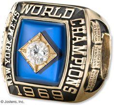 World Series Championship ring New York Mets Baseball, Baseball First, Pro Baseball, Ny Yankees, World Series Rings, Mlb World Series, Lets Go Mets, Michael Jordan Basketball, Nba Championships