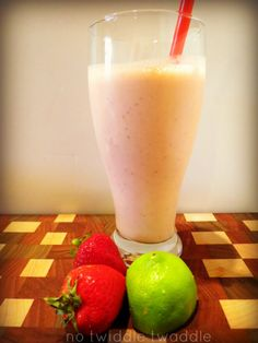 secret tips for making an incredible strawberry banana smoothie: this recipe is so easy & delicious!