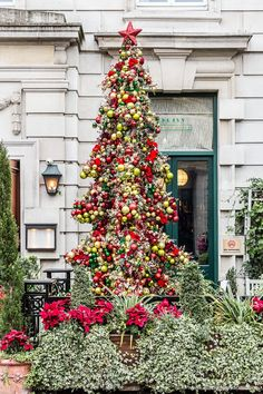 7 Amazing Christmas Trees in London - You Have to See These Now London Christmas Market, London Christmas Lights, Noel Christmas, Outdoor Christmas, Christmas Wreaths, Christmas Markets, Christmas 2017, Country Christmas Decorations, Unique Christmas Gifts