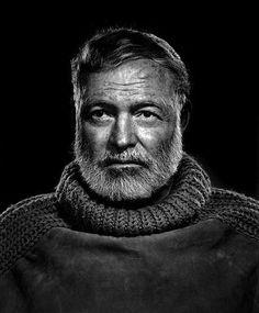 """Esta famosa foto de los gigantes literarios de América Ernest Hemingway es otro por el gran fotógrafo Yousuf Karsh. Karsh dominio de la iluminación se muestra en la imagen de """"Papá Oso"""", un tiro que de alguna manera parece reflejar el minimalismo crudo de la prosa del escritor y capturar el sentido de aventura, tanto la melancolía y la prima que figuraban en su vida"""