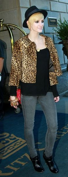 Who made Ashlee Simpson's jeans and red purse and gold bracelet that she wore in New York on October 13, 2010?