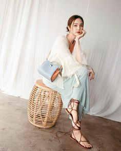 Korean Casual Outfits, Fashion Photography Inspiration, Thai Style, Asian Fashion, Straw Bag, Actresses, Celebrities, Model, Clothes