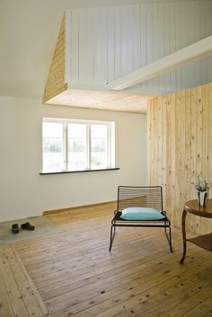 nice combo of painted wood + natural knotty + plaster