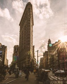 The Flatiron Building by @itiskimber by newyorkcityfeelings.com - The Best Photos and Videos of New York City including the Statue of Liberty Brooklyn Bridge Central Park Empire State Building Chrysler Building and other popular New York places and attractions.