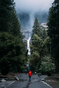Dramatic photo of the Highest Waterfall in Yosemite Park - best photography locations - California Landscape Photography Tips, Scenic Photography, Amazing Photography, Aerial Photography, Night Photography, Portrait Photography, Wedding Photography, Nature Landscape, Landscape Photos