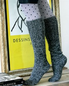 Her har vi har samlet 8 opskrifter på dejlig lune strømper ❤ Sexy Socks, Knee Socks, Knitting Socks, Knit Crochet, Knitting Patterns, Cardigans, Needlework, Diy And Crafts, Slippers
