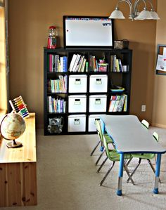 IHeart Organizing: Reader Raid: A Happy Homeschool - one of the most orgainized rooms ever! Lots of great ideas.