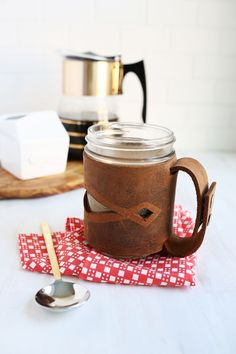 Such a good gift! Leather mason jar sleeve DIY (click through for tutorial)