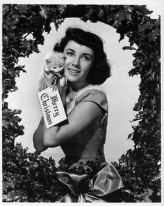 Young Elizabeth Taylor and Kitten Vintage Christmas Card Christmas Photos, Vintage Christmas, Merry Christmas, Christmas Stars, Christmas Kitty, Christmas Classics, Christmas Girls, 1950s Christmas, Vintage Winter