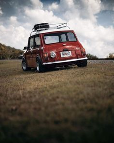Beautiful day for a trip to the countryside! Mini Cooper S, Mini Cooper Classic, Classic Mini, Retro Cars, Vintage Cars, Mini Morris, Automobile, Mini Clubman, Old Classic Cars