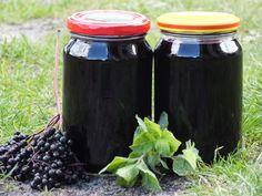 To kolejny, sprawdzony przepis na zdrowy sok z czarnego bzu :) Tym razem wzbogacony o smak i aromat orzeźwiającej mięty z własnego ogródka - mniam! Przepis na sok z czarnego bzu i mięty. Home Remedies, Natural Remedies, Polish Recipes, Canning Recipes, Natural Medicine, Superfoods, My Favorite Food, Compost, The Cure