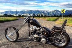 "Harley-Davidson FL/FX ""Shovelhead"" rigid chopper | Denver style springer fork | Belt driven primary transmission | ""Teardrop"" style gas tank"