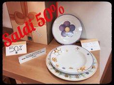 Tra i saldi Thun trovi l'originale e colorato servizio di piatti Dolcefiore, ricco di vivaci margherite 😊