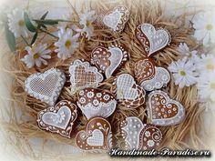 Пряники в форме сердца ко дню Святого Валентина. Пряники могут быть самыми разнообразными: в форме валентинок - сердечек, яйца, кулича, зайчика и так далее