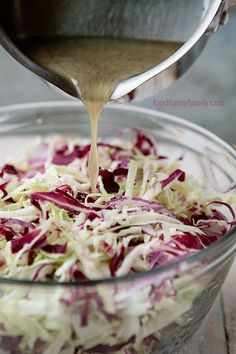 Tangy Vinegar Coleslaw for Your of July Barbecue – Gesundes Abendessen, Vegetarische Rezepte, Vegane Desserts, Barbecue Salad Recipes, Bbq Salads, Barbecue Sauce, Grilling Recipes, Cooking Recipes, Healthy Recipes, Soup And Salad, Summer Recipes, Food Dishes