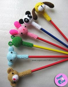Ganchillo crochet diy amigurumi for pencil kids back to school crochet Love Crochet, Crochet Gifts, Crochet For Kids, Diy Crochet, Crochet Baby, Crochet Amigurumi, Amigurumi Patterns, Crochet Dolls, Knitting Patterns