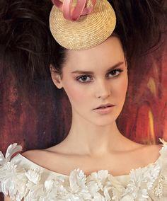 Abito Lorenzo Riva. Cappellino Alessandra Zanaria.Ph. Antonio Redaelli, stylist Elisa Nascimbene. Vogue Sposa n. 124 Marzo 2013