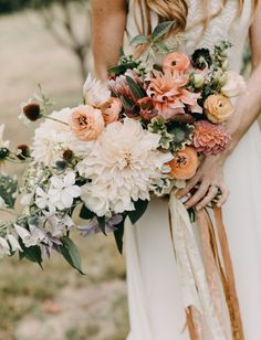 + Indie: A Sunset-Inspired Wedding on a Farm, Complete with VW Vans dahlia bouquetdahlia bouquet Green Wedding, Spring Wedding, Floral Wedding, Wedding Colors, Wedding Styles, Elegant Wedding, Boho Wedding, Rustic Wedding, Dahlia Wedding Bouquets