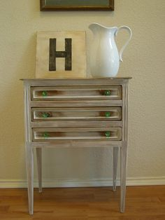 OMG I want to go furniture thrifting RIGHT NOW!! This is a REALLY great re-finishing idea :-D