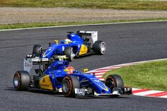Felipe Nasr gets past team mate Marcus Ericsson, Japanese Grand Prix.