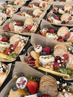 Charcuterie Recipes, Charcuterie Platter, Charcuterie And Cheese Board, Cheese Boards, Party Food Platters, Cheese Platters, Party Food Boxes, Tapas, Graze Box