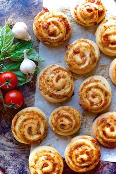 Pizza Party Buns Bakealong - Flourish - King Arthur Flour: Our Pizza Party Buns Bakealong challenge is a nice change of pace from the season of holiday sweets we've just experienced. Appetizers For Party, Appetizer Recipes, Pizza Buns, Pizza Pizza, Cheese Buns, Pizza Cheese, King Arthur Flour, Bun Recipe, Pizza Party