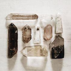 Techniques for Reiki - Amazing Secret Discovered by Middle-Aged Construction Worker Releases Healing Energy Through The Palm of His Hands. Cures Diseases and Ailments Just By Touching Them. And Even Heals People Over Vast Distances. Crystals Minerals, Rocks And Minerals, Crystals And Gemstones, Stones And Crystals, Crystal Magic, Crystal Healing, Crystal Grid, Crystal Aesthetic, Witch Aesthetic