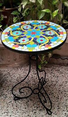 banquitos con mosaiquismo - Buscar con Google Mosaic Furniture, Garden Furniture, Outdoor Furniture, Outdoor Decor, Mosaic Art, Mosaic Tiles, Mosaic Projects, Mosaic Patterns, Stained Glass