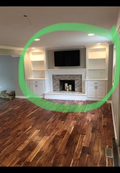 Good Absolutely Free Fireplace Remodel for tv Thoughts I like the placement of the tv over the fireplace Family Room Fireplace, Home Fireplace, Fireplace Remodel, Fireplace Design, Fireplaces, Built In Shelves Living Room, Living Room Bookcase, Built In Around Fireplace, Fireplace Built Ins