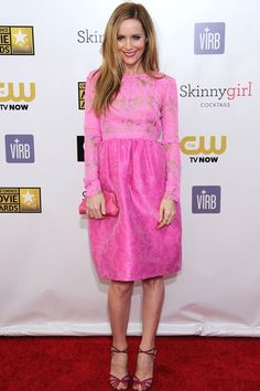 Leslie Mann wore a bubblegum pink dress by Honor.